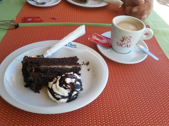 Esplanada Do Tunel: Chocolate cake and coffee