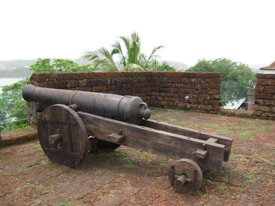 Reis Magos Fort: Canon