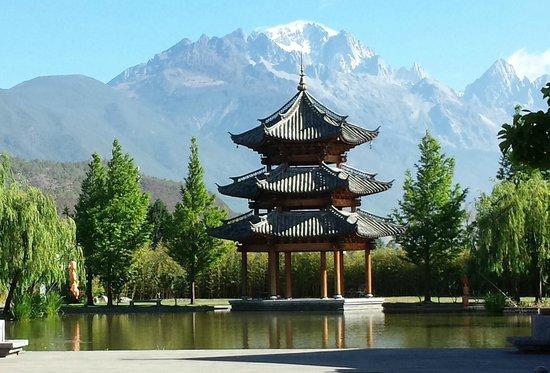 Banyan Tree Lijiang: Hotel entrance view