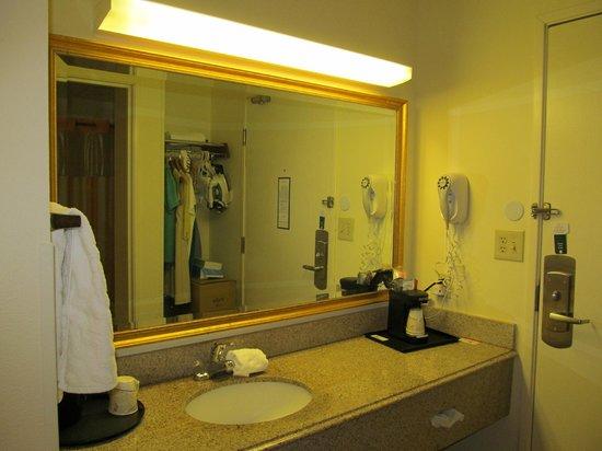 La Quinta Inn & Suites Sunrise Sawgrass Mills : banheiro