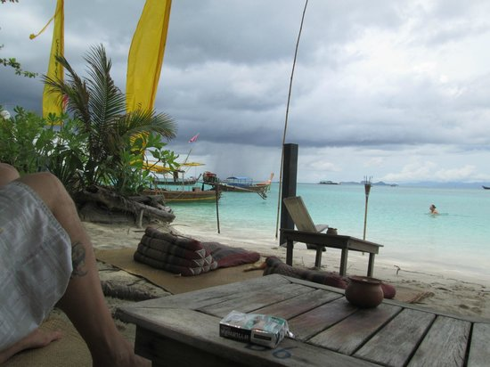 Castaway Resort Koh Lipe: Veiws from the tables on the beach
