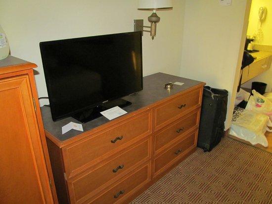 La Quinta Inn & Suites Sunrise Sawgrass Mills: TV