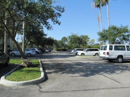 La Quinta Inn & Suites Sunrise Sawgrass Mills: estacionamento