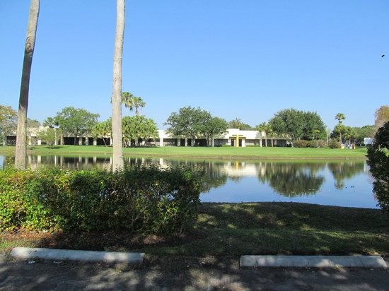 La Quinta Inn & Suites Sunrise Sawgrass Mills: lago atras do hotel