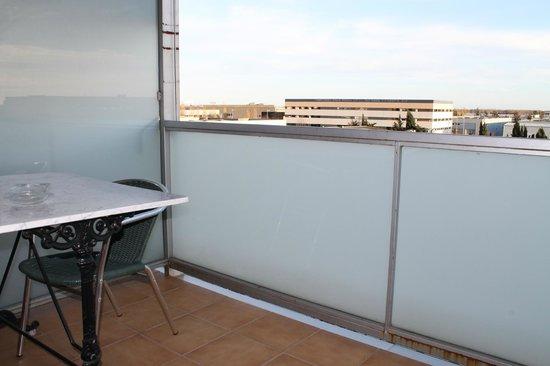 Hotel Flora Parc: Balcón de una habitación