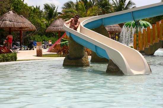 Grand Palladium Kantenah Resort and Spa: Fun pool slides (4 slides)