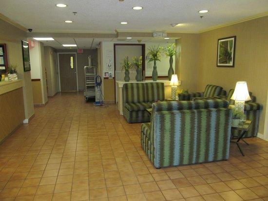 La Quinta Inn & Suites Sunrise Sawgrass Mills: entrada do lobby