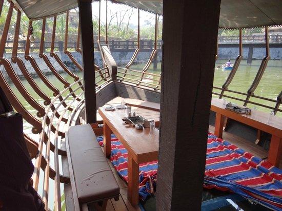 Mystica Resort: Houseboat