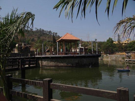 Mystica Resort: Island