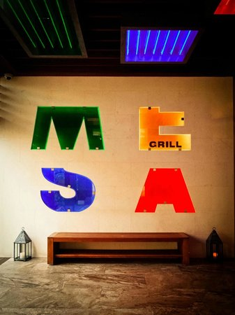 Mesa Grill : Entrance during the day