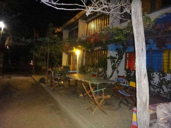 Playa del Ritmo, Beach Hostel & Bar: Patio frente a la playa