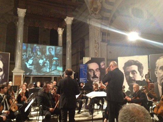 Puccini e la sua Lucca International Permanent Festival: Maestro Andrea Colombini directing the Lucca Philharmonic Orchestra