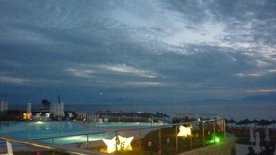 Istion Club Hotel & Spa: Hotel at night