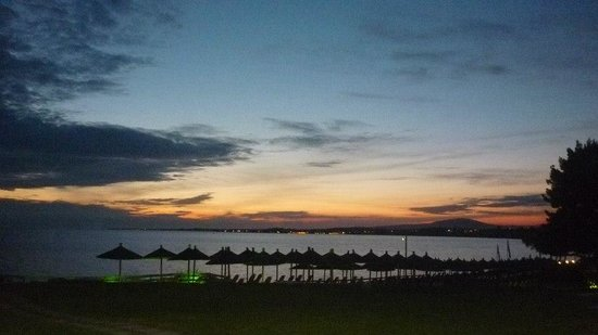 Istion Club Hotel & Spa: Watching the sunset from the beach bar