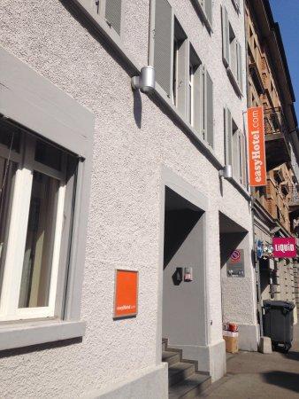 easyHotel Zurich: Outside