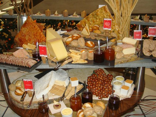 Desert Palm PER AQUUM: Christmas day cheese board