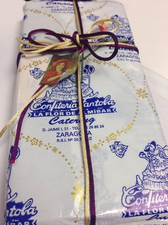 Pastelería La Flor de Almibar (o Fantoba): Nice wrapping for presents.