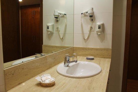 Hotel Flora Parc: Lavabo