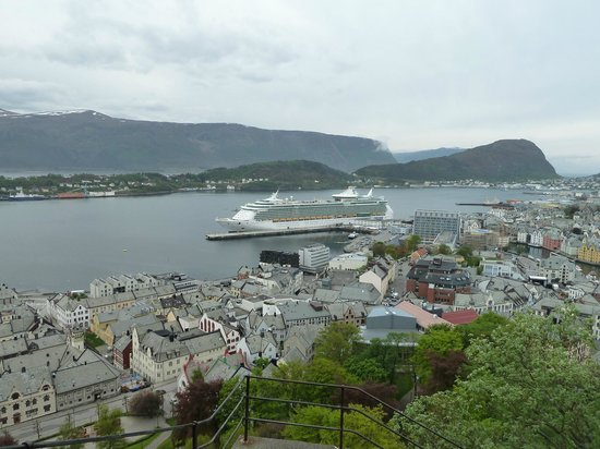 Fjellstua Viewpoint: the ship from viewing point
