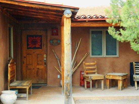 Casitas de Gila Guesthouses: The front porch of our casita.