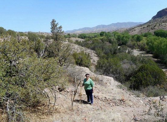Casitas de Gila Guesthouses: Hiking the trails on the property.