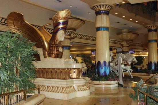 Crowne Plaza Los Angeles - Commerce Casino: Entrada al Hotel y casino