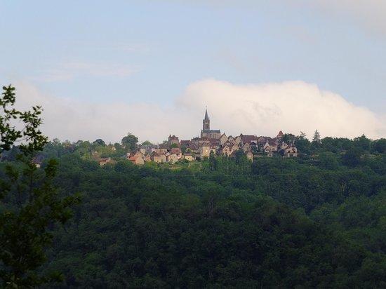 Le Murier de Viels: Le village de Faycelles pris au zoom de notre chambre !