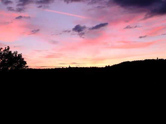 Le Murier de Viels: Avant la nuit, vue de notre chambre !