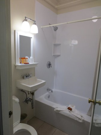 Provincetown Inn Resort & Conference Center: small but renovated bathroom