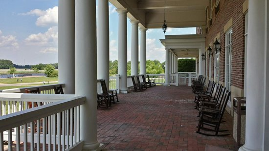 Hilton Garden Inn Suffolk Riverfront: The Back Porch Photo Gallery