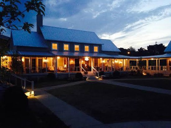 The Inn at Fontanel: Main area in the evening