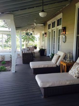 The Inn at Fontanel: Front Porch