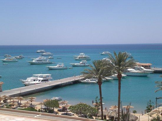 Hurghada Marriott Beach Resort : View from balcony overlooking the Plaza
