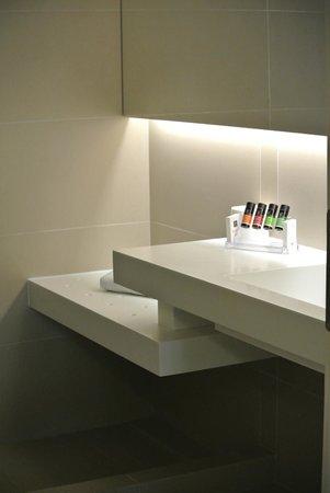 O&B Athens Boutique Hotel: salle de bain
