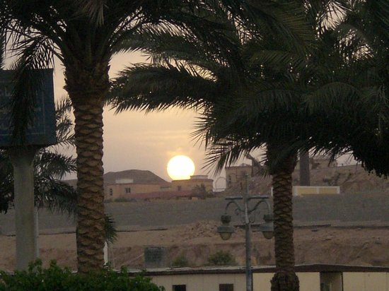 Hurghada Marriott Beach Resort : sunset at the hotel