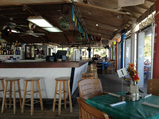 Coco Beach Bar & Grill: The bar