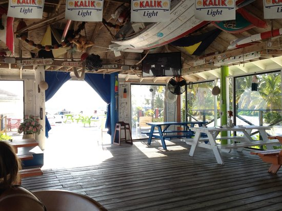 Coco Beach Bar & Grill: Toward the patio entrance