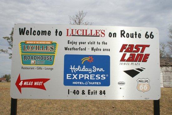 Lucille's Roadhouse: le panneau car le restaurant a changé de place depuis les années 50