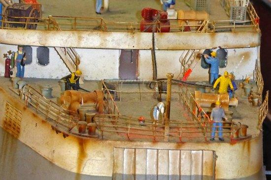 Miniatur Wunderland: Schiffsdeck wird gereinigt