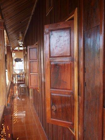 Oudomphong Guest House : Corridor / Balcony