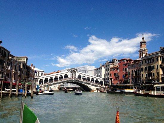 Aman Canal Grande Venice Resort : Rialtobrücke, mit dem Boot 3 Min. entfernt