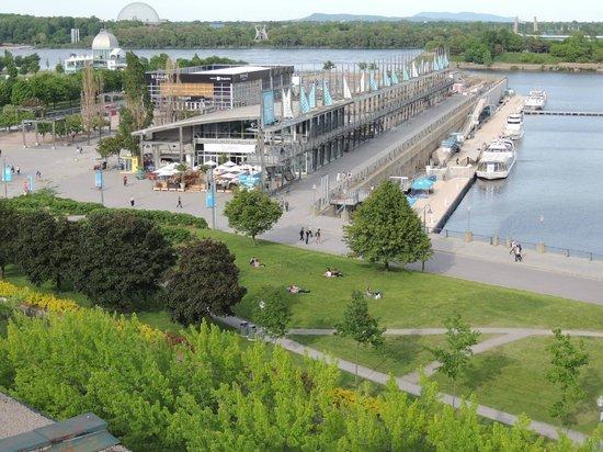 Auberge du Vieux-Port: Another view of Jaques-Cartier Quay