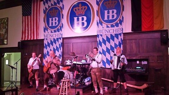 """Hofbrauhaus Chicago: The band """"Die Schluchtenflizer"""""""