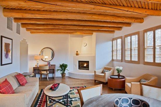 Rosewood Inn of the Anasazi: Suite Parlor