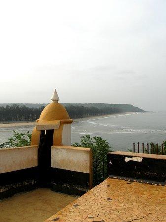 Fort Terekhol: keri beach view