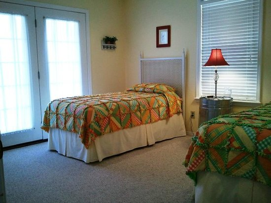 3B Bed and Breakfast: Twin Beds