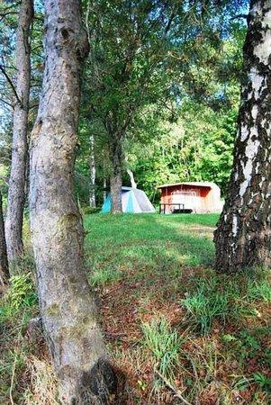Un emplacement typique au camping La Fressange