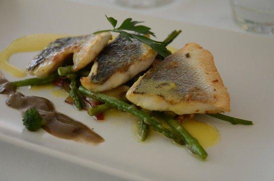 Restaurante S'Ametller: bar et légumes croquants