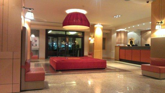 Starhotels Metropole: Reception, lobby