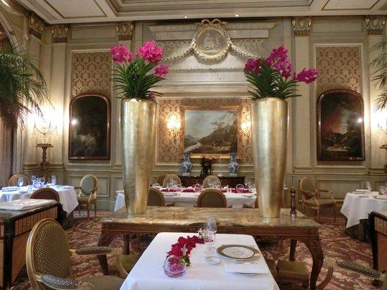 Le Cinq : Dining room